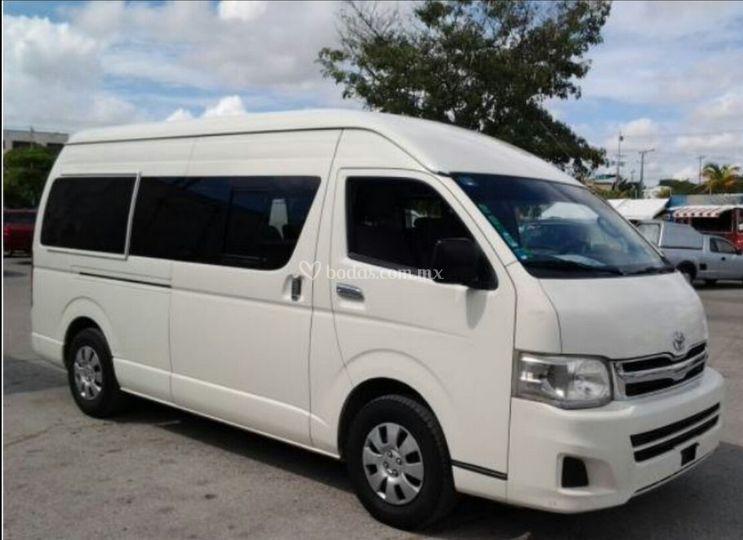 Toyota Hiace 14 pasajeros