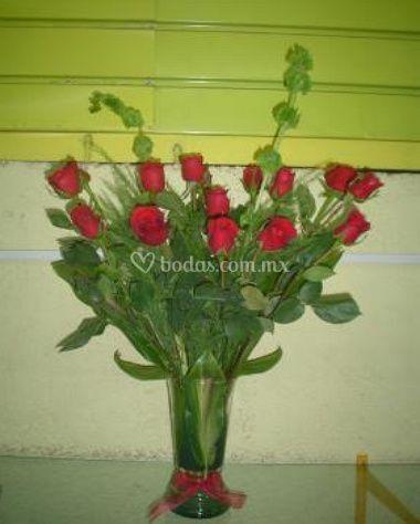 Frescos floreros con rosas