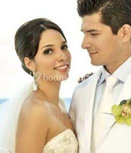 Peinado de novia recogido de Alexandro MakeUp