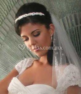 Peinado novia ondulado con velo