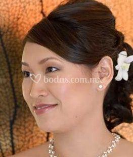 Peinado novia recogido liso con chasquilla