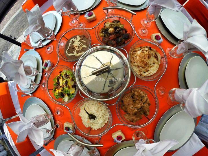 Buffet al centro mesa