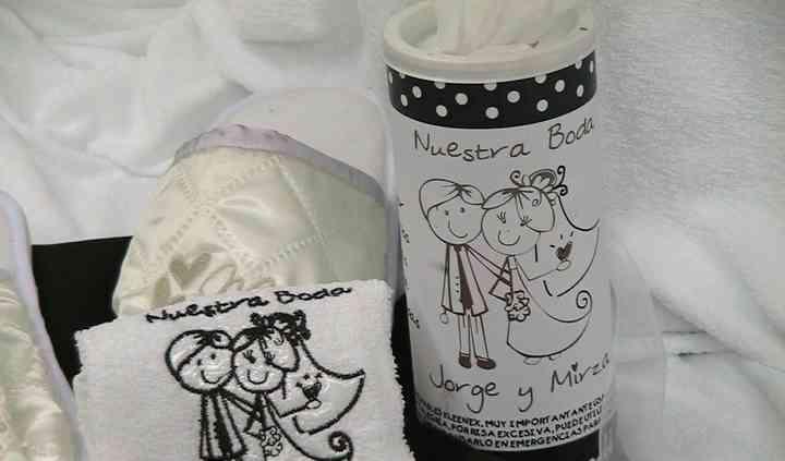 Set pantuflas, kleenex y toalla