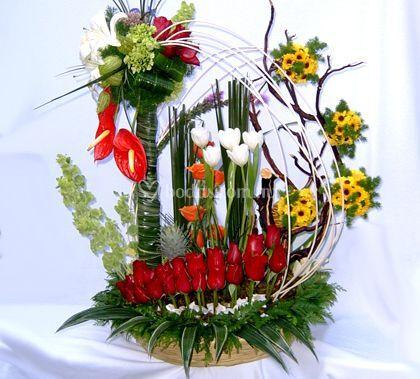 Anturios, rosas y tulipanes