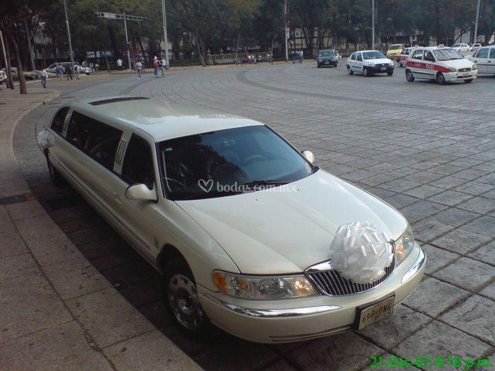 Limusina Lincoln Continental alas gaviota
