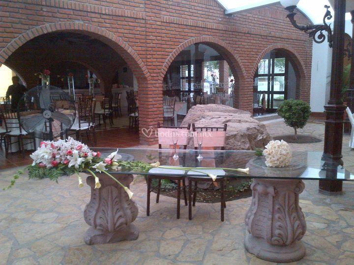 Mesa principal lilis y rosas