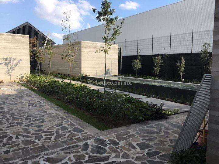 Acero, madera, jardín