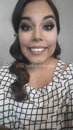 Maquillaje y proceso peinado