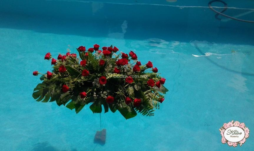 Alberca con rosas