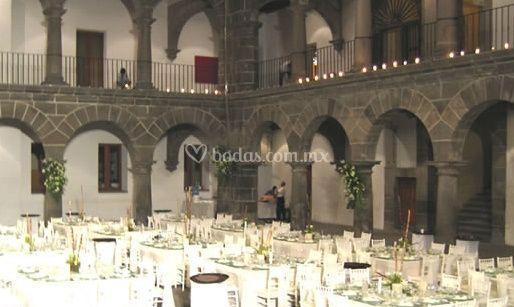 Salón de banquetes decorado
