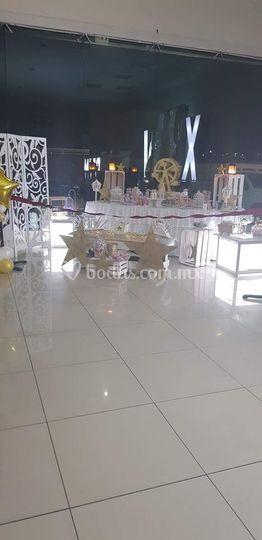Biombo y mesa pequeña