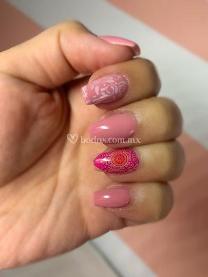 Uñas en rosa con foil