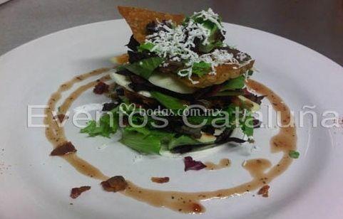 Ensalada de quesos con vinagreta de frambuesa
