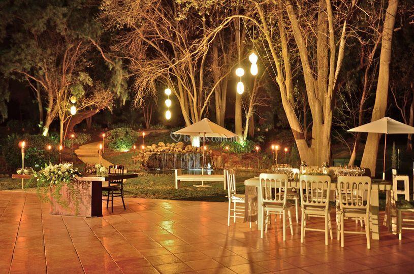 Hotel real del bosque for Boda en un jardin de noche