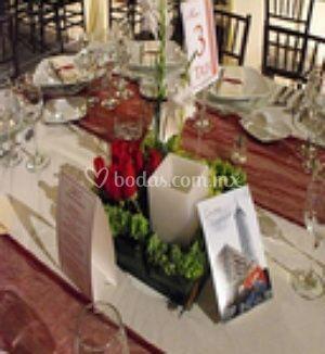 Centro de mesa en rosas rojas