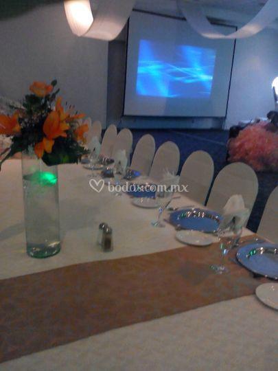 Banquete en mesa imperial