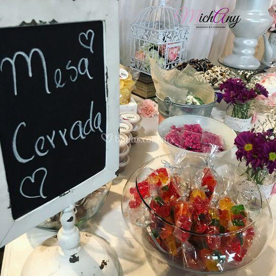 Mesa de dulces muy femenina