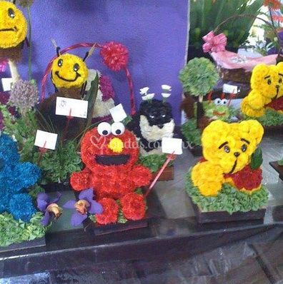 Muñecos con flores