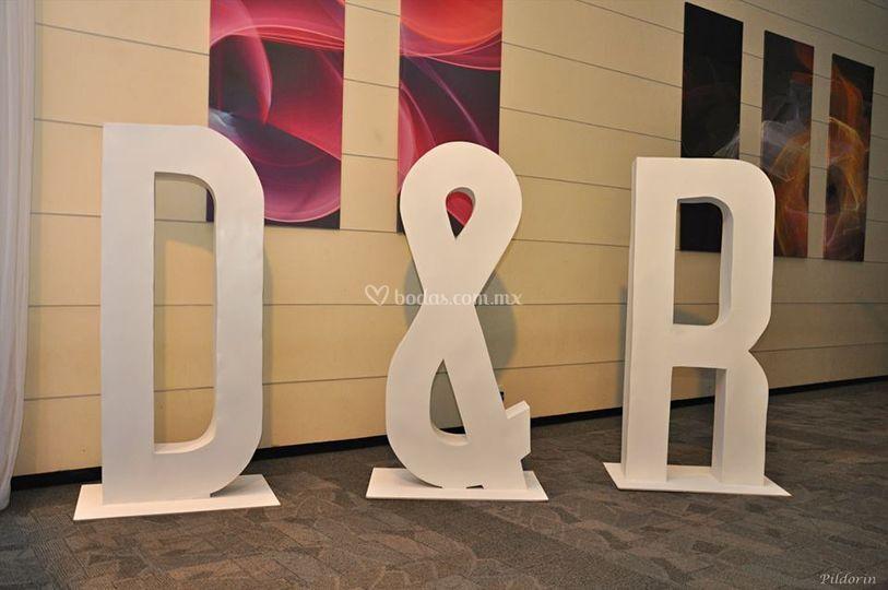 D & R