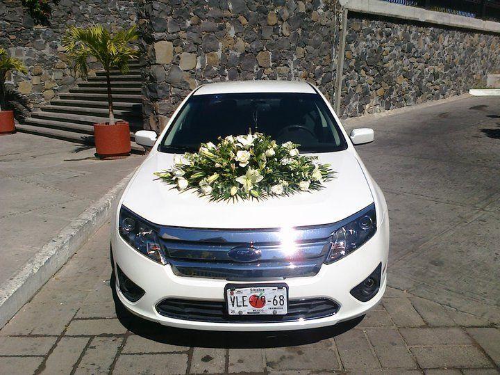 Arreglo floral auto novios