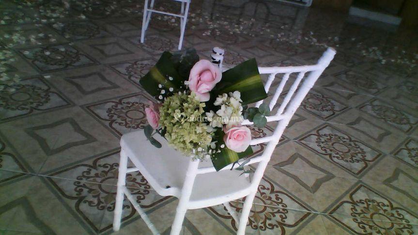 Flores en la silla