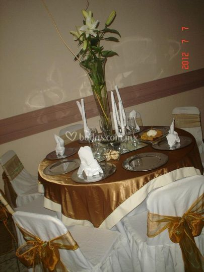 Decoraci n para boda de oro de sal n de eventos bluemoon for Decoracion salon de bodas