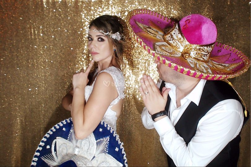 Novios con Photo Booth Riviera