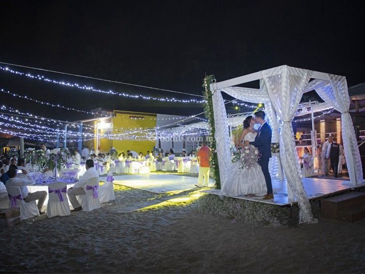 Pareja boda en playa