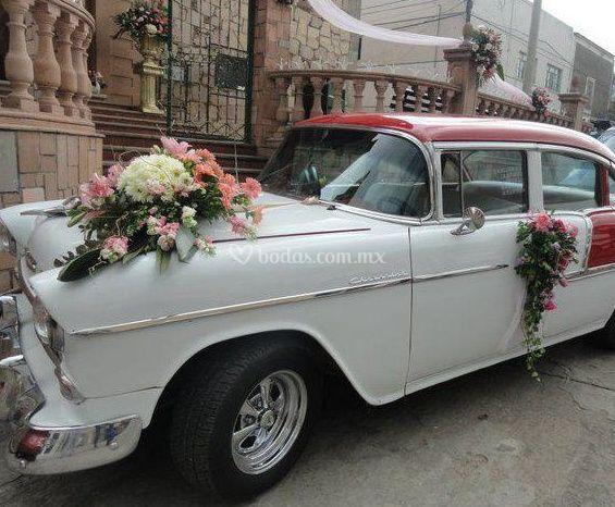 Adornos florales para el coche