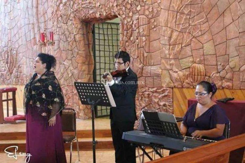 Soprano, teclado, violin