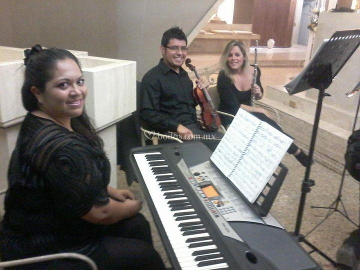 Teclado, violin, flauta y soprano
