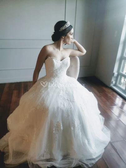 Tiara y vestido de novia