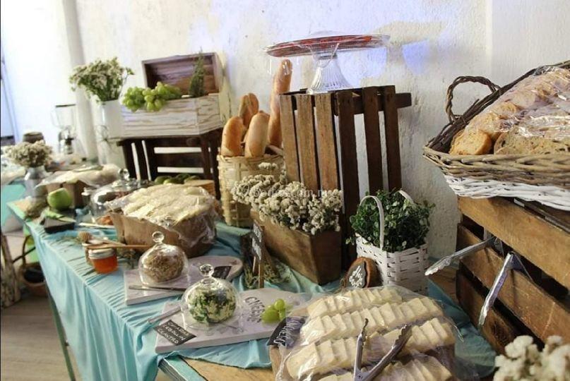 Mesa rústica de quesos