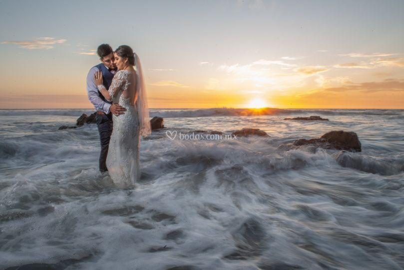 Sobre las olas trash the dress