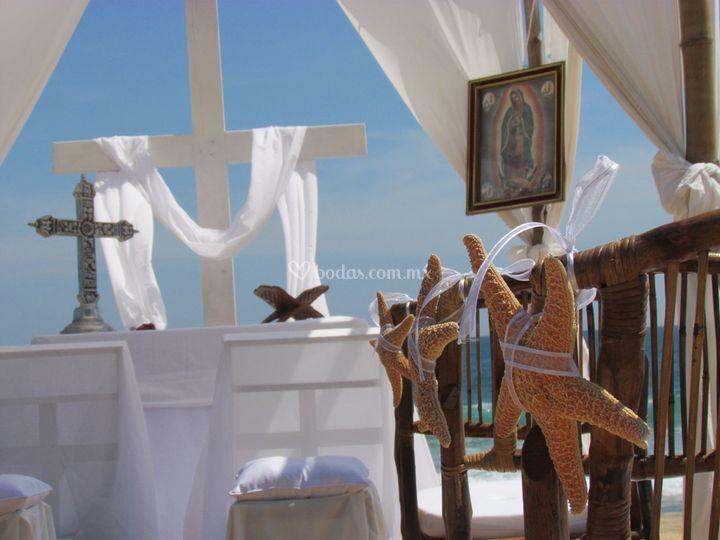 Montaje religioso en playa