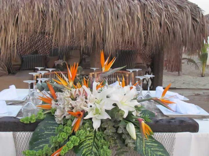 Arreglo floral en playa