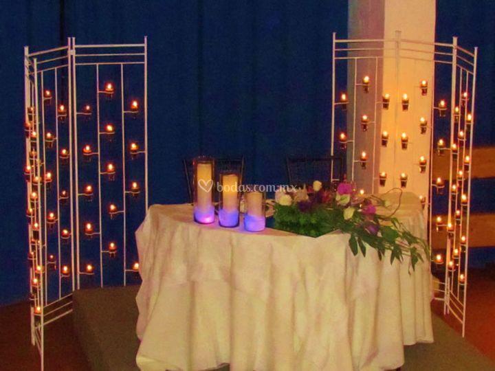 Mesa principal iluminada