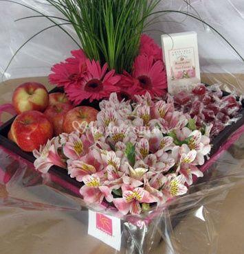 Arreglos con flores y frutas