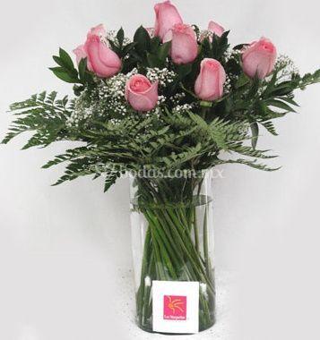 Rosas con florero