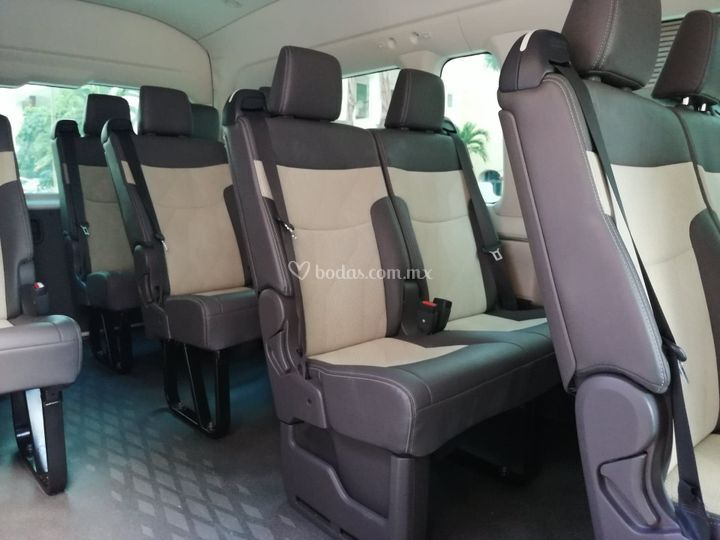 Amplios asientos de piel