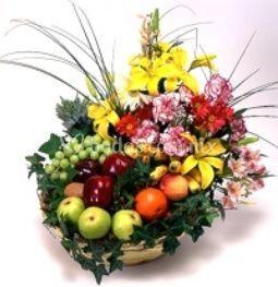 Arreglo floral con frutas