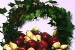 Cesta con flores y frutas de Lo Kreativo