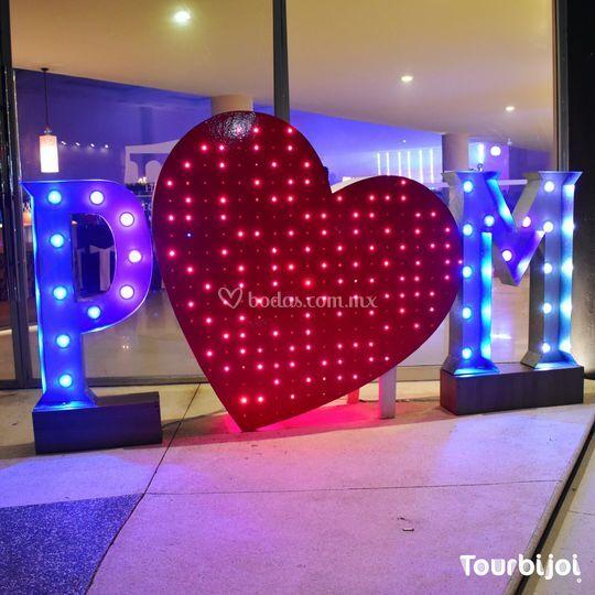 Iniciales con corazón LED