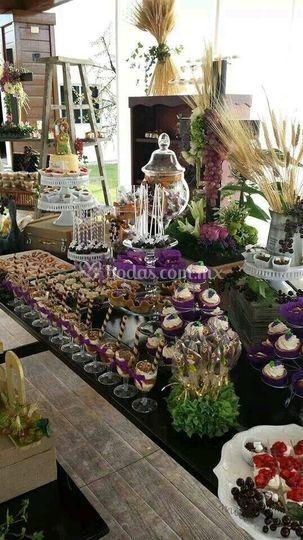 Mesa de dulces con postres