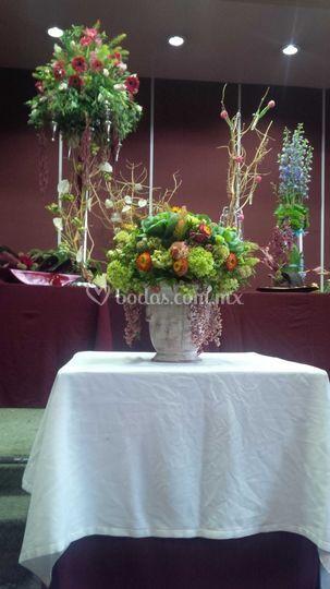 Copa con flor multicolor