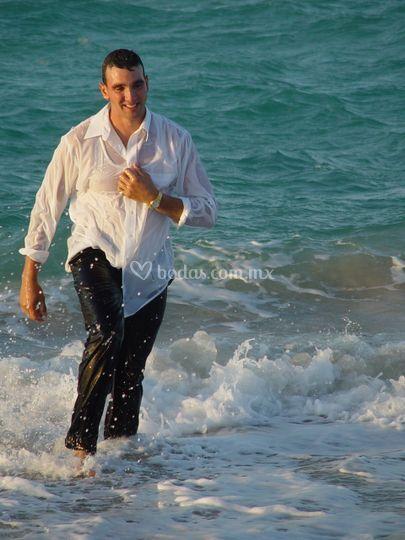 Novio solo en la playa, sesión