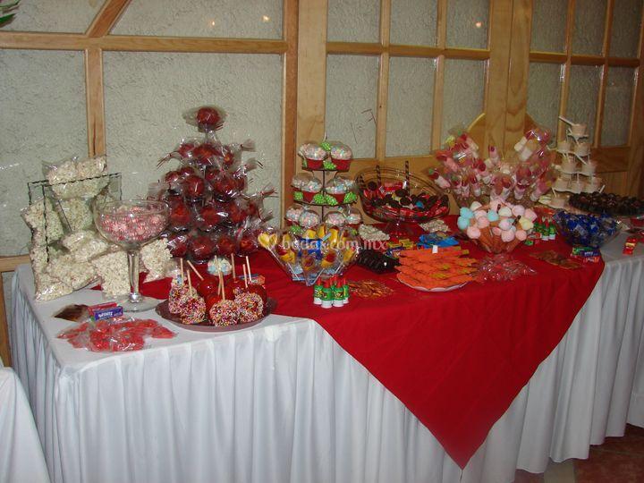 Fuente y mesa de dulces