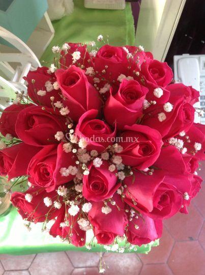 Ramo en atado con 24 rosas