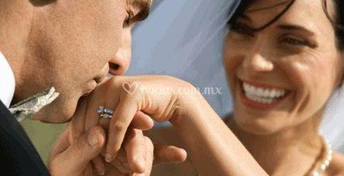 Pareja en la celebración de su boda