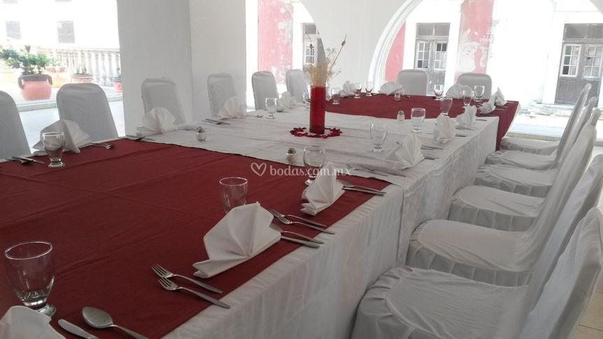 Mesa imperial blanco con rojo